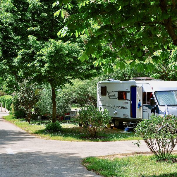 Emplacement Camping Camping-Car- Camping Val Fleuri