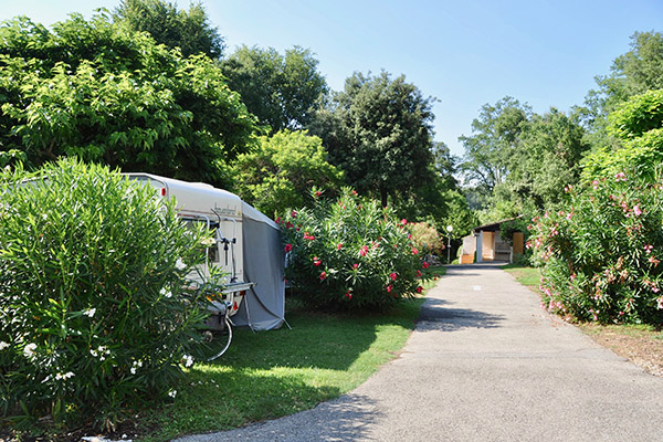 Camping le Val Fleuri-Emplacement Camping Fleuri
