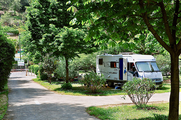 Camping le Val Fleuri- grand Emplacement Camping