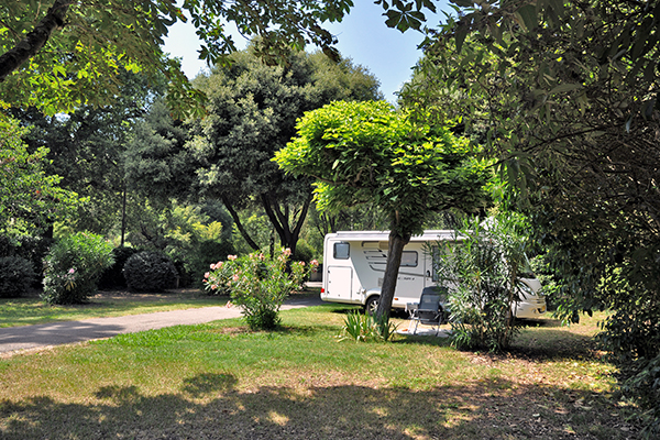 Camping Val Fleuri-Emplacement Camping Car_2